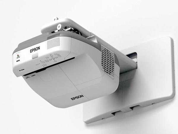 Videoproiettori-usati-con-ottica-corta-reggio-emilia