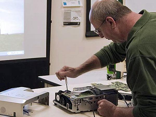 Laboratorio-riparazione-apparecchiature